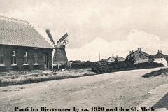 2 Parti fra Bjerremose by ca. 1920 med den Gl. Mølle