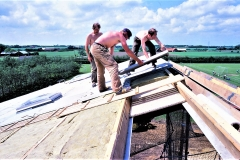 4. Horne Hallens loft-isolering og tag lægges op (3)