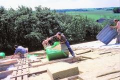 4. Horne Hallens loft-isolering og tag lægges op (4)