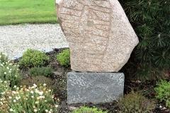 Horne-Kirkegaard.-Runesten.-fra-Vikingetiden