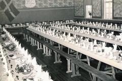Anna og Anders Pallesens Sølvbryllup 1953 med 4 rækker borde og festbord.