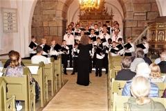 Treenighedskirkens-Drengekor-synger-julen-ind-i-Horne-Kirke