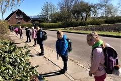 Skoleeleverne-i-Fælleshaverne-21.-april-2020-At-holde-afstand-4