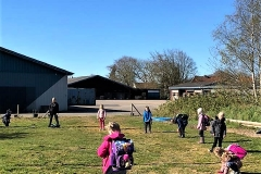 Skoleeleverne-i-Fælleshaverne-21.-april-2020-At-holde-afstand-8
